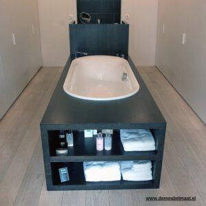 Badombouw voor vrijstaand bad