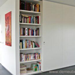 boekenkast met schuifdeuren