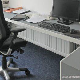 Thuiswerk bureau met desktop