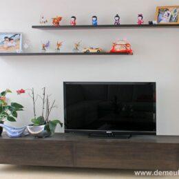 hangende tv kast en schappen met onzichtbaar ophangsysteem