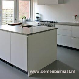 keukenblok greeploos gespoten