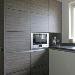 moderne keuken wit hoogglans met noten