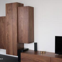 noten dressoir met rechtop staande kasten