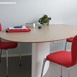 werkkamer ovale tafel